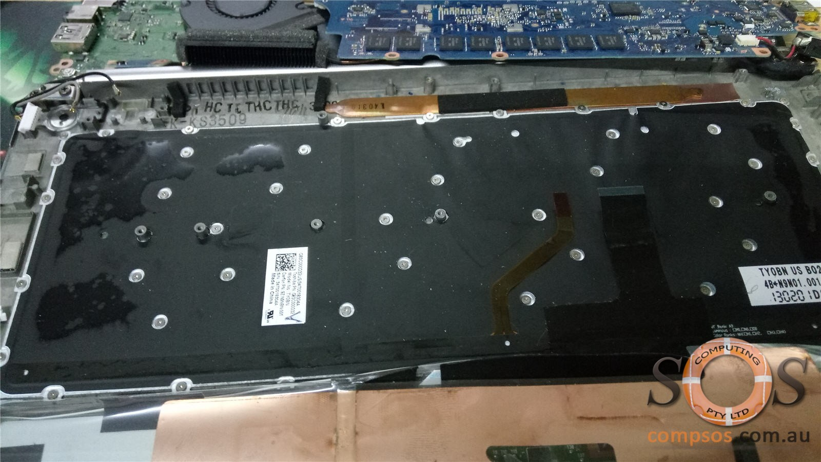 Toshiba Kirabook Touch showing more than 50 holes to secure the keyboard